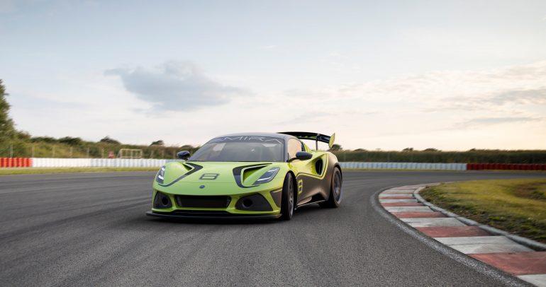ظهور سيارة السباق الخارقة لوتس إميرا جي تي 4 لأول مرة بأجنحة كبيرة ووزن أخف